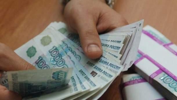 Зарплата у рублях