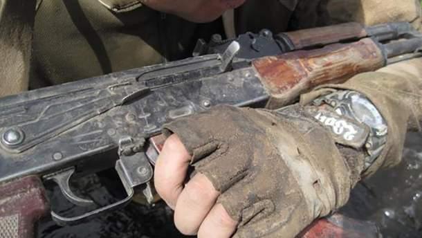 Ранее судимый пытался отобрать у украинца оружие