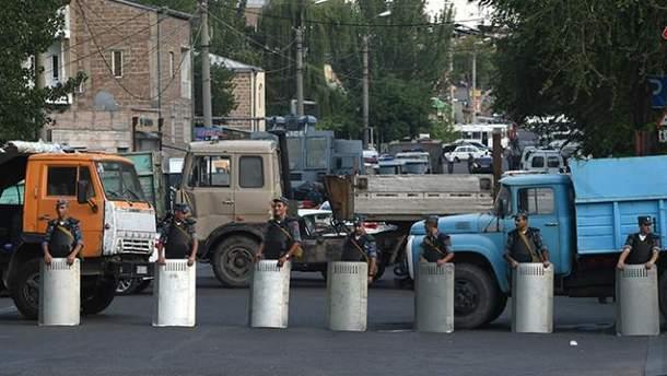 Спецоперація у Єревані триває вже два тижні