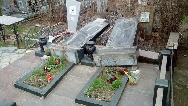 Мужчина надругался над 150 могилами