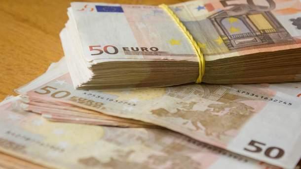 Теперь украинцы могут покупать большие суммы валюты без паспорта