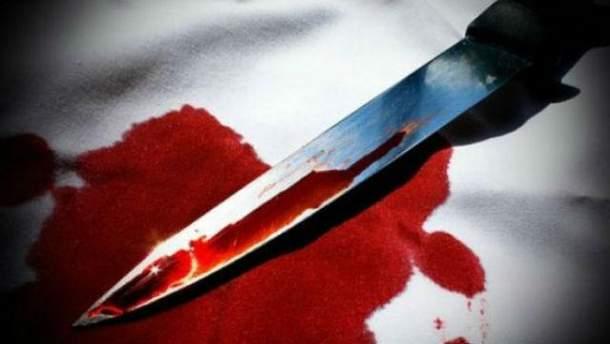 Мужчина зарезал 2 человека, еще один сейчас в больнице