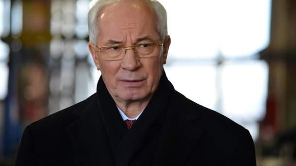 Азарова хочуть допитати про розкрадені Януковичем гроші