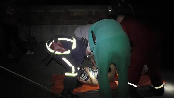 Девушка упала с крыши многоэтажки
