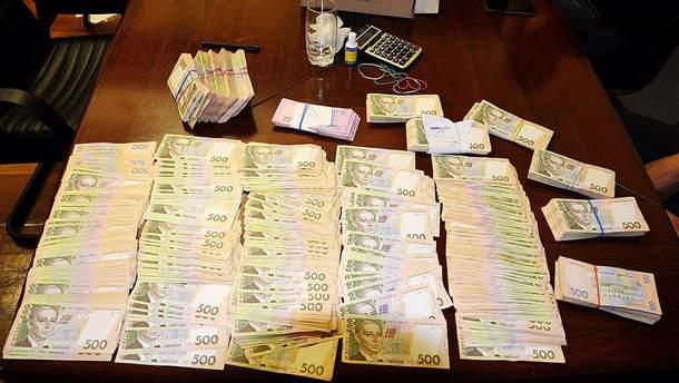 Гроші, які знайшли під час обшуків