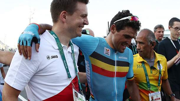 Грег ван Авермат (в центре) после финиша