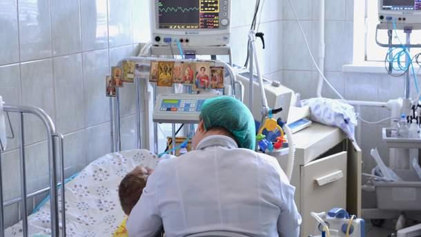 Лікар з дитиною