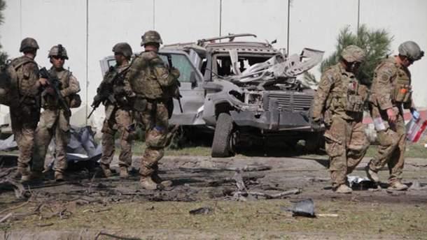 Американские военные в Афганистане на месте взрыва