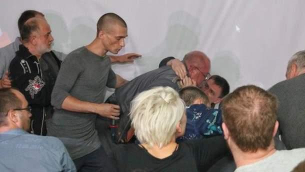 Встреча с Павленским закончилась поножовщиной