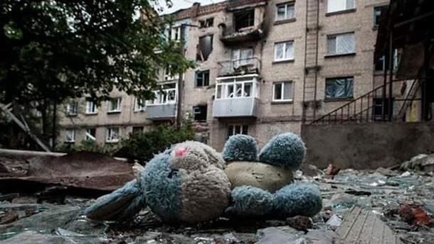 Разрушенный город на Донбассе