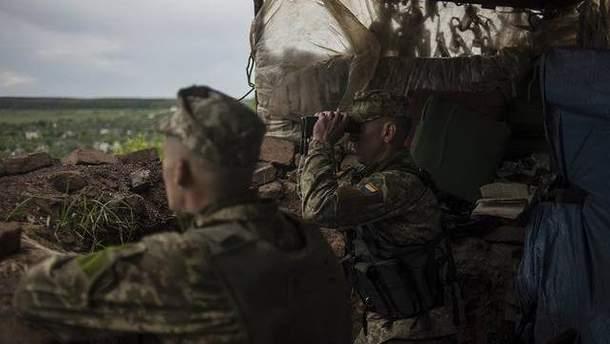 Українські бійці на бойових позиціях