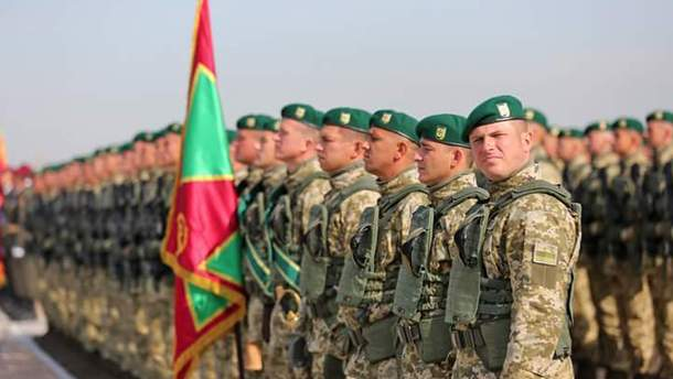 Военные, которые готовятся к параду