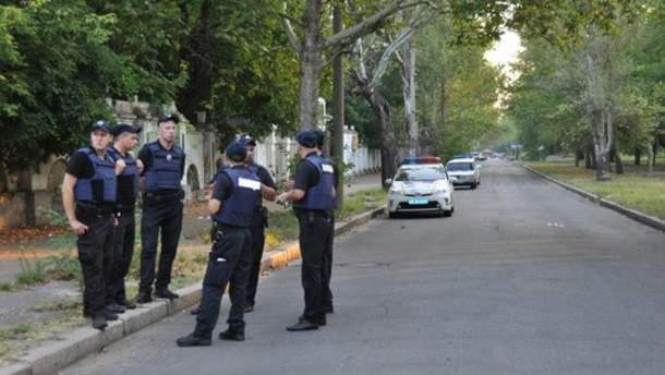 Полицейский и злоумышленник получили ранения