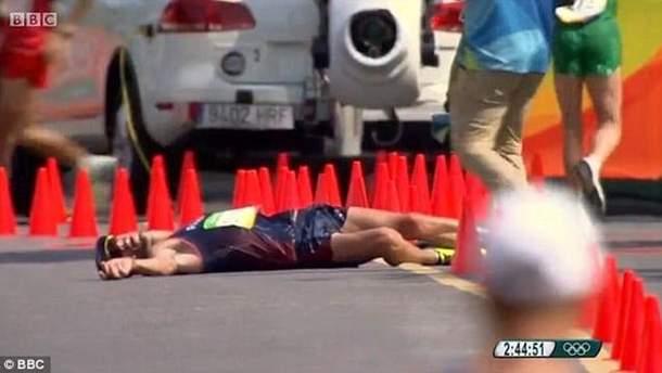 Чемпион мира по спортивной ходьбе Йоанн Дини потерял сознание