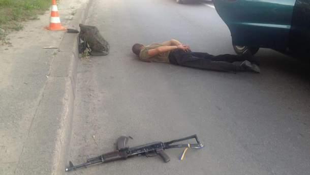 У мужчины нашли автомат АКС-74У, патроны к нему и оснащенный патронами магазин