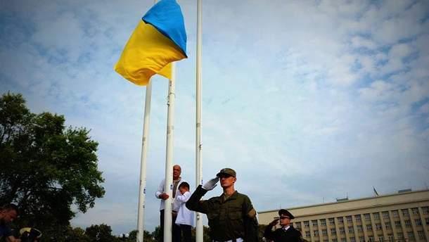 Підняття прапора в Ужгороді