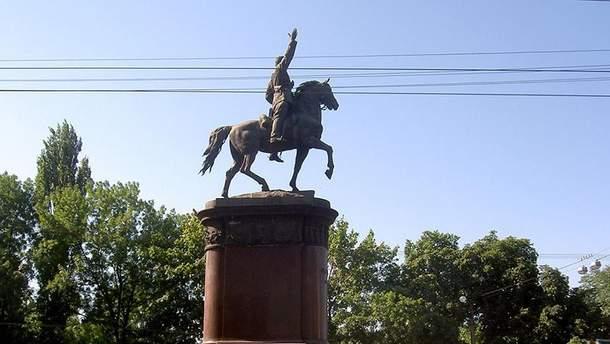 Пам'ятнику Щорсу