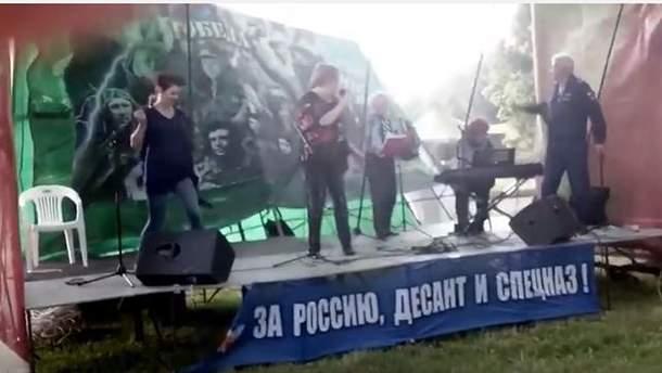 В России упала сцена
