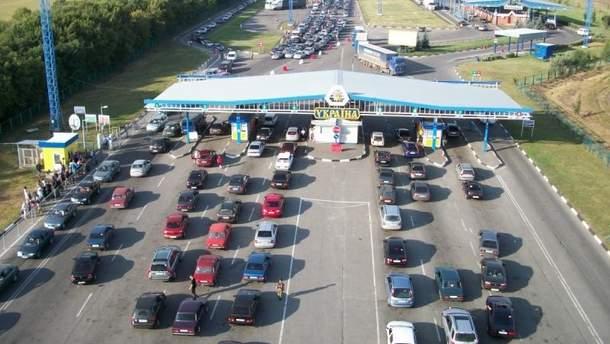 На українсько-польському кордоні знову черги з автомобілів