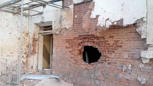 Зруйнована будівля в Авдіївці