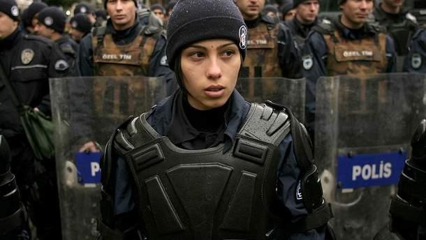 Турецька поліціянтка