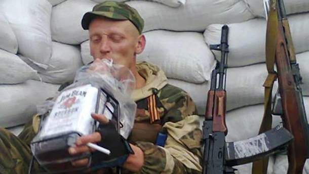 Бойовики на Донбасі зі спиртним майже не розстаються
