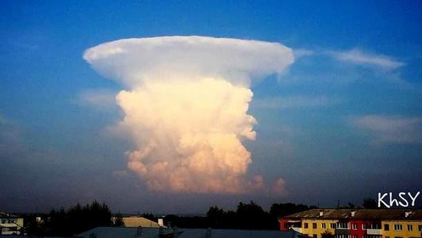 Облако в виде ядерного гриба