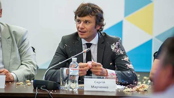 Студент бросил тортом в заместителя министра финансов Сергея Марченко