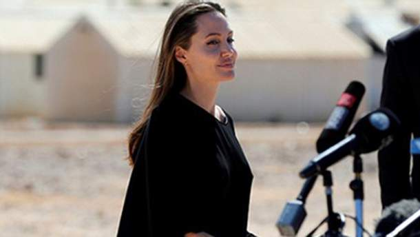 Анджелина Джоли в качестве посла доброй воли ООН посетила беженцев