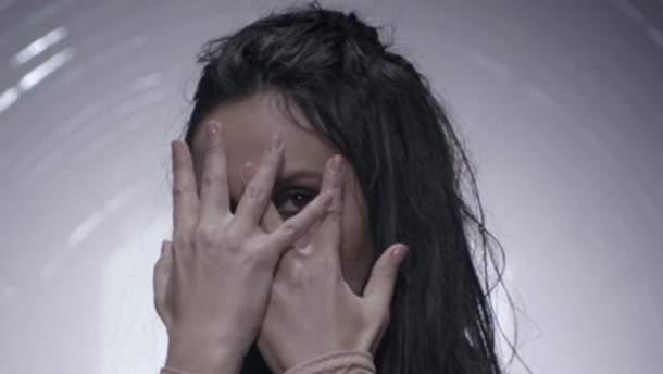 Долгожданная премьера  Джамала представила мощный клип на песню ... 21f360b3db43b