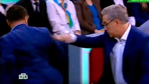 """Ведучий обізвав українця """"бараном"""""""