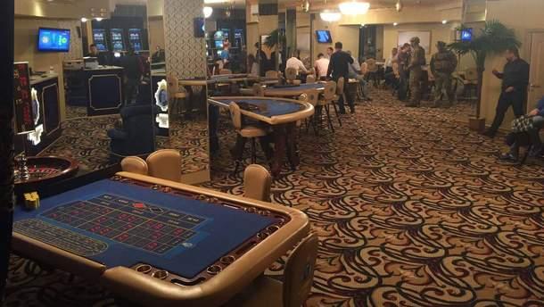 Сотрудники СБУ во время разоблачения подпольного казино