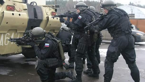 Работники ФСБ