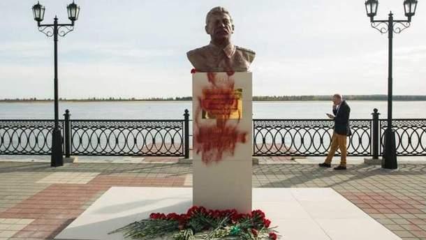 Бюст Сталину в Сургуте
