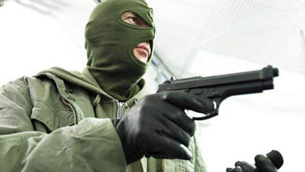 Один из преступников имел пистолет
