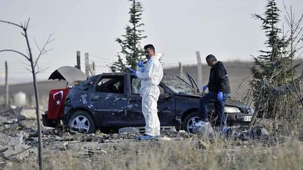 Напередодні двоє смертників підірвали себе посеред дороги в Туреччині