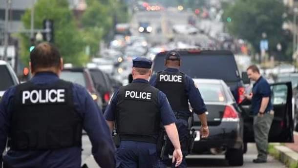 Полиция эвакуировала людей из здания