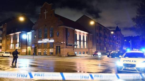 Місце вибуху оточила поліція