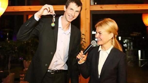 Бондаренко з ключами выд нової квартири