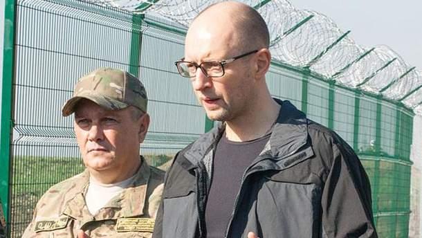 """Арсеній Яценюк біля """"стіни"""""""