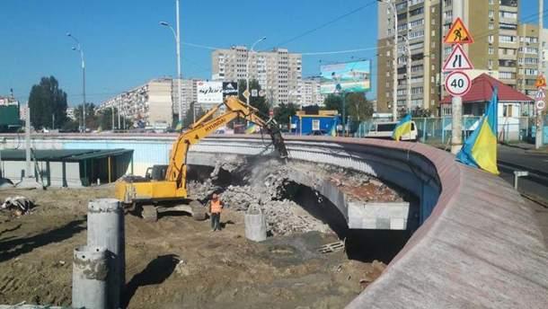 """Будівництво біля станції метро """"Героїв Дніпра"""""""