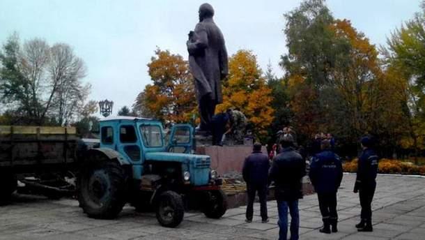 На Черниговщине демонтировали последний памятник Ильичу, – СМИ