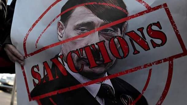 По мнению Порошенко, санкции против России надо усилить