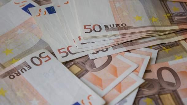 Євро міцнішає