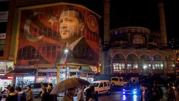 Фото президента Турции на здании