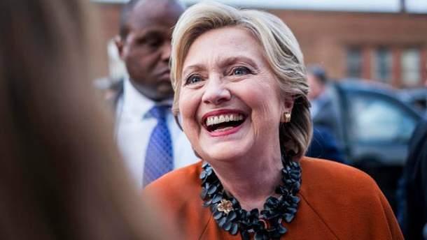 Клінтон утримує перевагу над Трампом