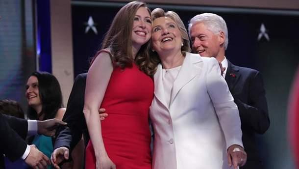 Челси Клинтон с родителями