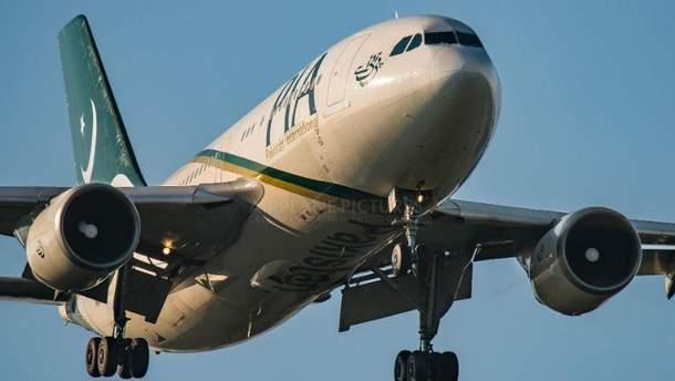 Літак Pakistan International Airlines