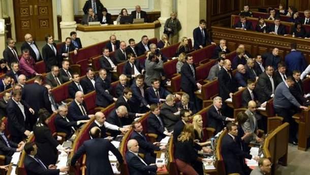 """Депутатам могут """"обрезать"""" зарплату"""