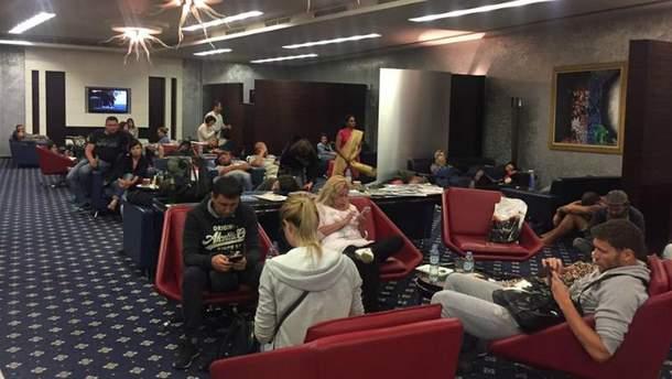 Дехто з українців провів в аеропорту понад три доби
